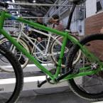 Die Bikes gefallen durch ihr klares Design und das abfallende Oberrohr